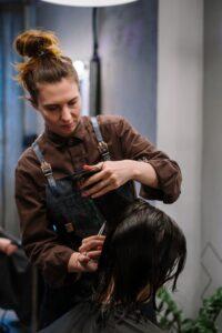 Shampoo; werkende ingrediënten bij grijs wordend haar, bij de kapper